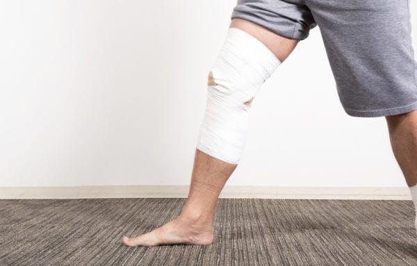 筋肉が萎縮することで、関節にかかる負担が増します