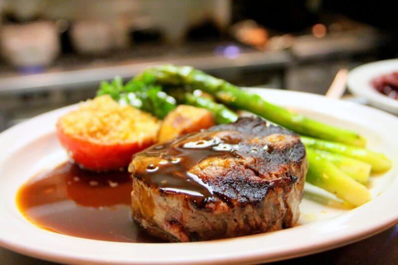 【ステーキ店】赤みの肉を選ぶ